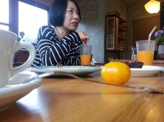 정원, 상희 (above) and I stopped at a local cafe after visiting 김영갑갤러리.